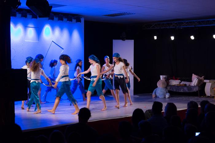 Spectacle danse de St jean du pin avec les Ados en Modern'Jazz sur Alès